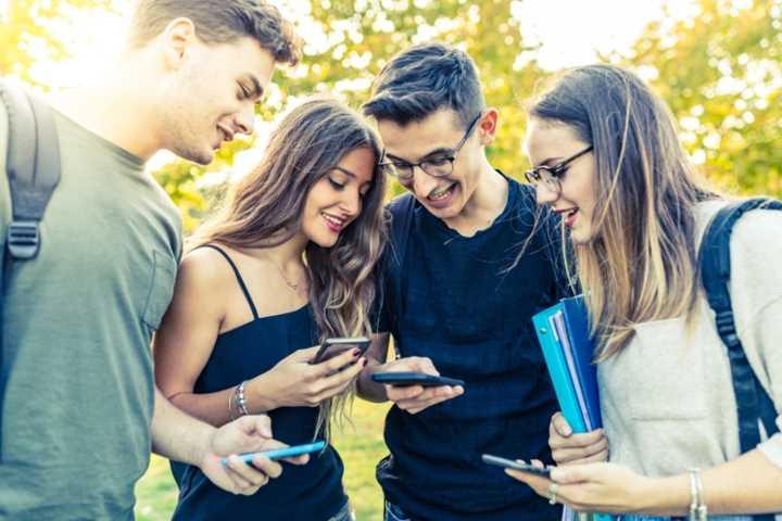 Adolescents : leur relation avec leur smartphone