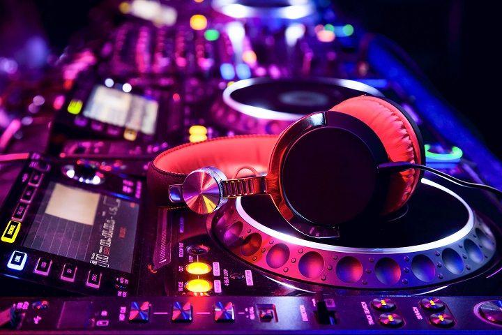 Découvrez le plaisir d'être un DJ avec VirtualDJ !